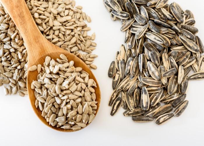 Raw sunflower seeds peeled vs. unpeeled