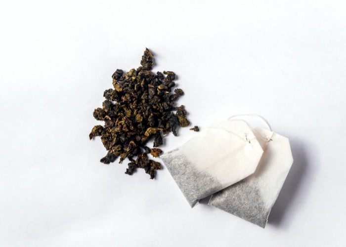 Loose leaf green tea and green tea bags